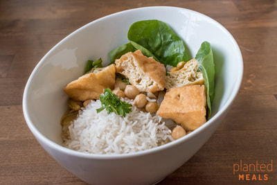 Green Curry with Chickpeas and Tofu Puffs